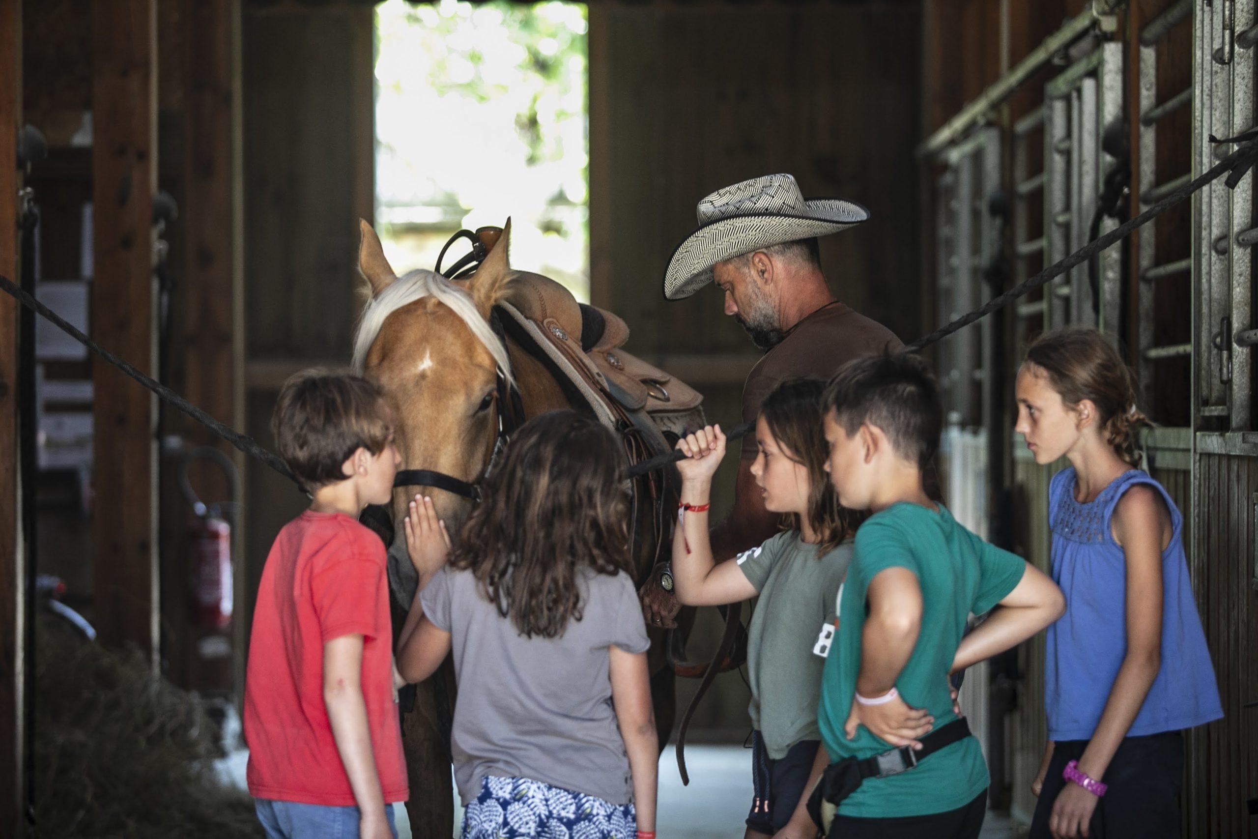 Enfants et chevaux Village Western